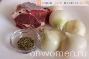 Vlees met uien in een multikoker
