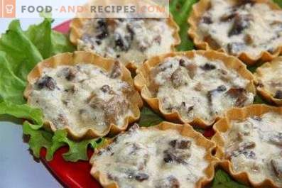 Julienne with mushrooms and chicken in tartlets