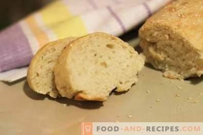 Selbstgebackenes Brot im Ofen